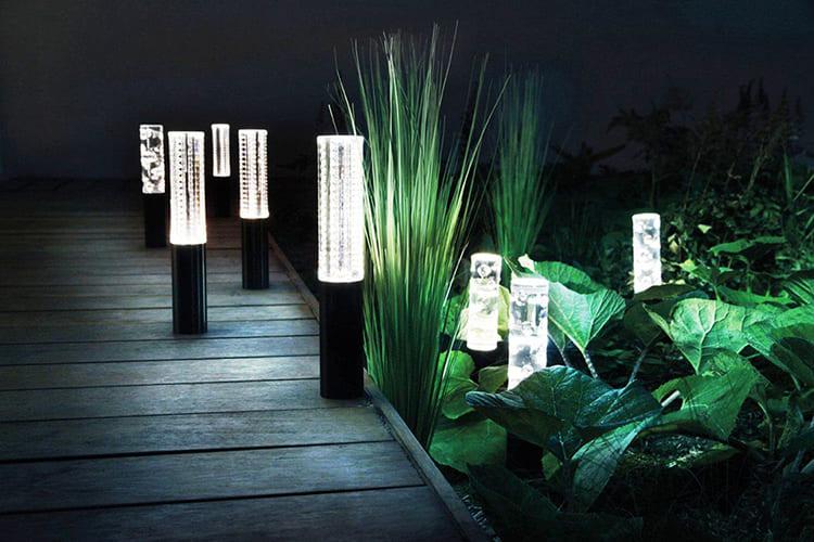 Для стиля хай-тек стоит заказать дизайнерские изделия ФОТО: i.pinimg.com