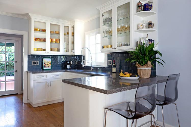 Не стоит слишком зауживать поверхность, иначе для комфортных посиделок просто не останется места ФОТО: remontbp.com
