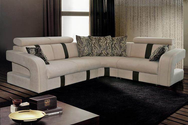 ФОТО: img.tyt.by Для комфортного сидения на диване подходят мягкие подлокотники, но на 18жёстких хорошо стоит кружка.