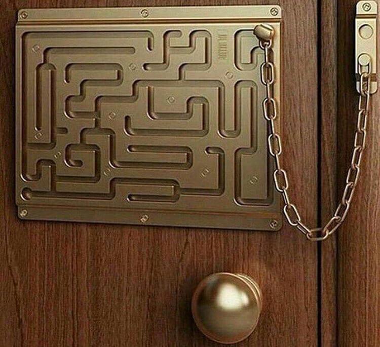 Для входной двери важно наличие глазка и цепочки для открывания ФОТО: i.ucrazy.ru