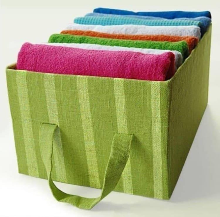 Органайзер может играть роль обычной выдвижной сумки и находиться прямо в общем шкафу с бельём