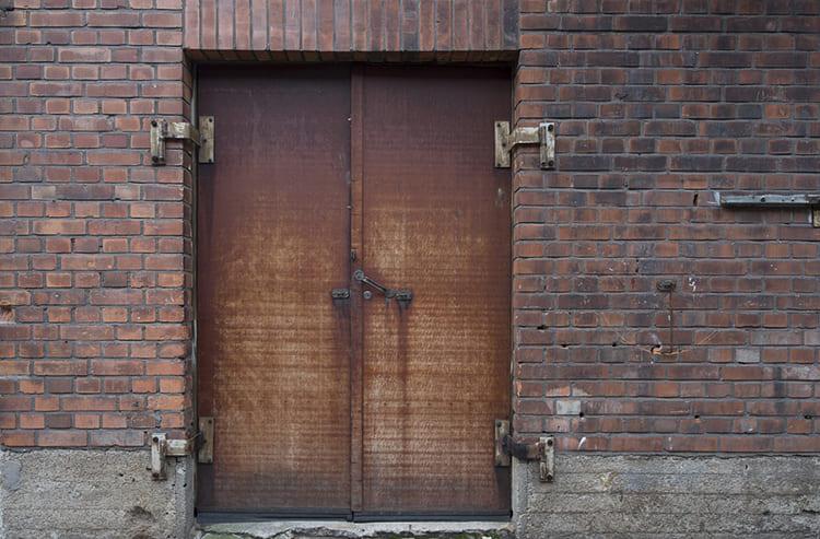 За металлом нужно следить. Повреждения защитного покрытия могут привести к образованию очагов коррозии из-за атмосферных осадков ФОТО: cdn.pixabay.com