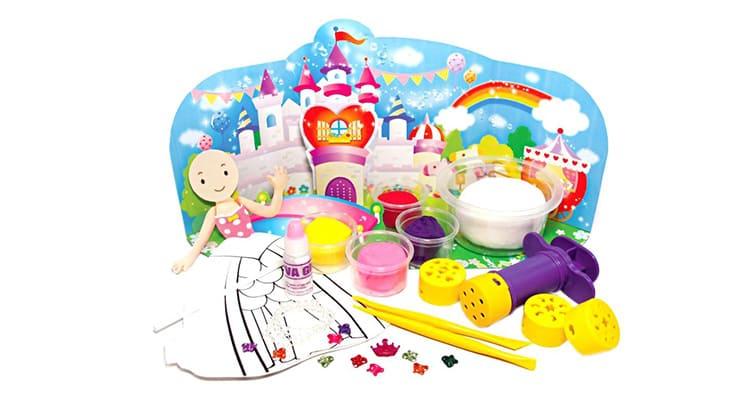 Не рекомендуется давать глину детям до трёх лет, малыши могут проглотить кусочек материала