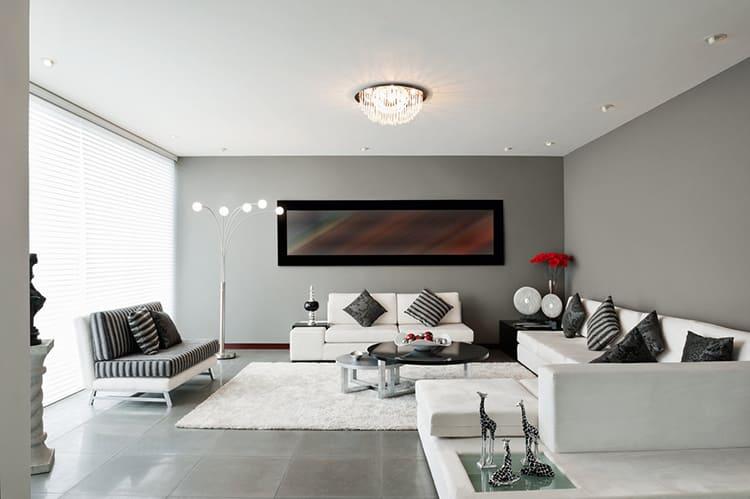 Белый потолок – это простое и реально работающее решение, даже если он просто покрашен краской ФОТО: avatars.mds.yandex.net