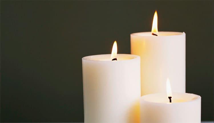 Парафиновая свеча – прекрасный помощник при вворачивании саморезов