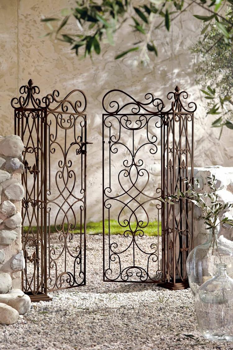 Фото: ideesici.com. Главная черта таких калиток – прозрачность.