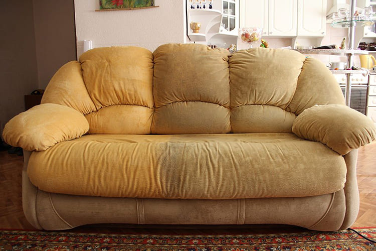 ФОТО: eco-chistka.ru Посмотрите, насколько такой диван испортил впечатление об интерьере.