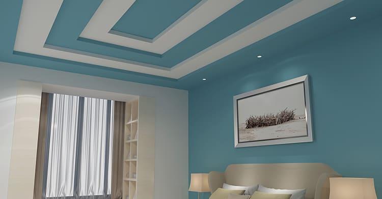 В этом случае начало светлого потолка обозначается границей, которая, вместо того, чтобы оказаться на стыке стен, размещается на потолке. Можно даже сделать несколько уровней такой окраски ФОТО: sdelaipotolok.com