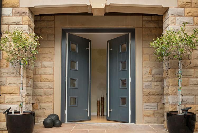 Толщина двери зависит от типа утепления и установки дополнительной защиты ФОТО: iranupvc.co