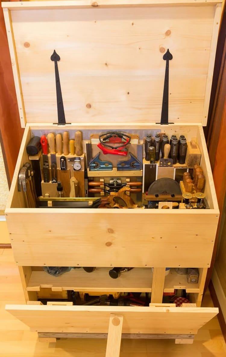 ФОТО: i.pinimg.com Идеальный ящик из фанеры для хранения инструментов.