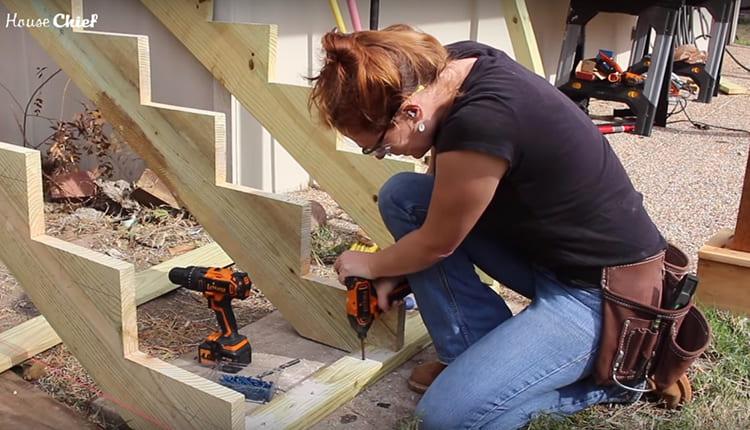 Подход с маникюром: как я сделала деревянную лестницу своими руками
