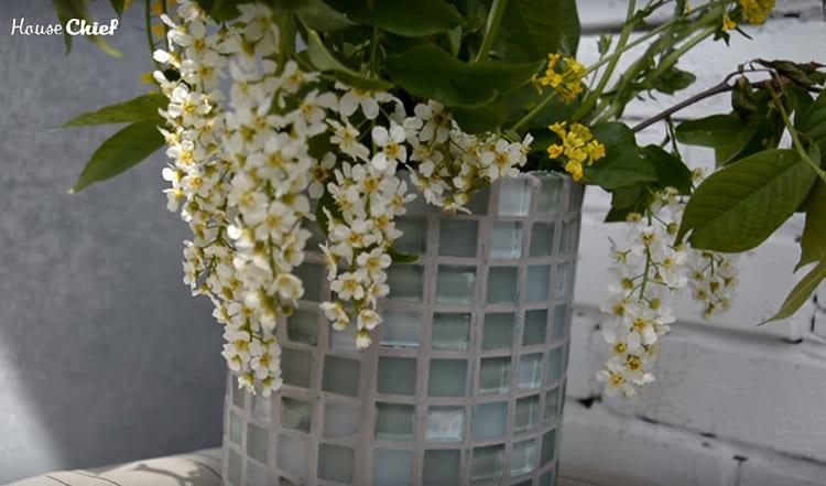 Пока я использую это кашпо как вазу, но скоро в нём поселится какое-нибудь комнатное растение