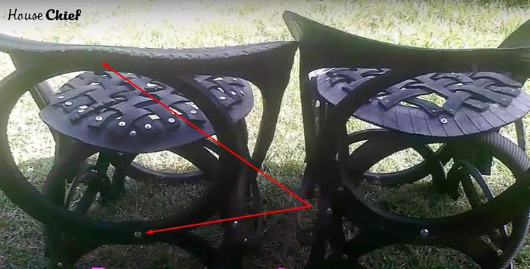 Это кольцо крепится болтами в двух местах: сверху к спинке и снизу к полукольцу