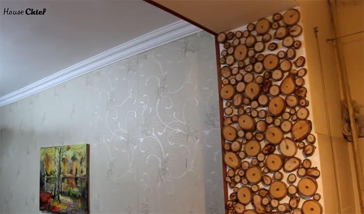 После того, как стена просохла, а клей прочно закрепил каждую деталь, я покрыла своё панно акриловым лаком