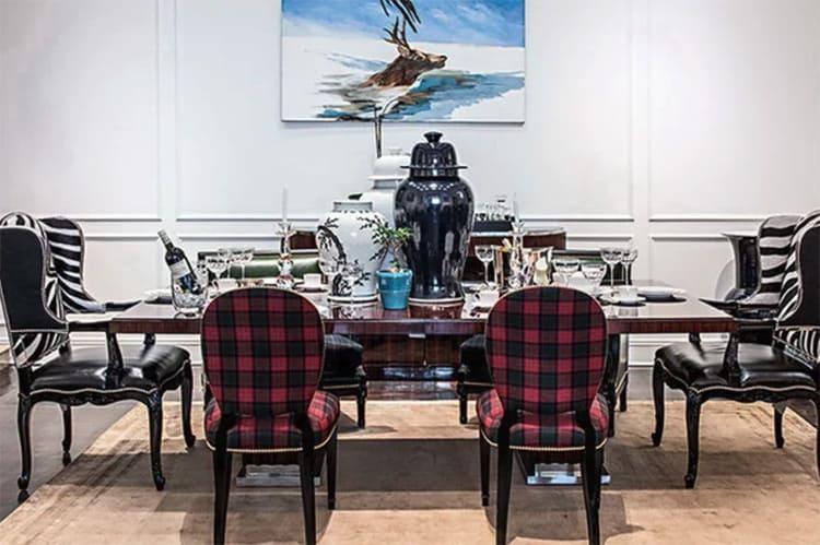 Роскошный обеденный стол и кресла в стиле английской классики