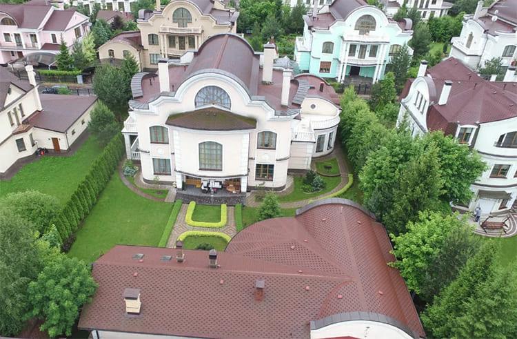 ФОТО: zen.yandex.ru Элитная застройка в посёлке Николо-Урюрино.