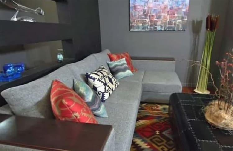 ФОТО: kp.by Яркие подушки в марокканском стиле удачно дополнили напольный ковёр.