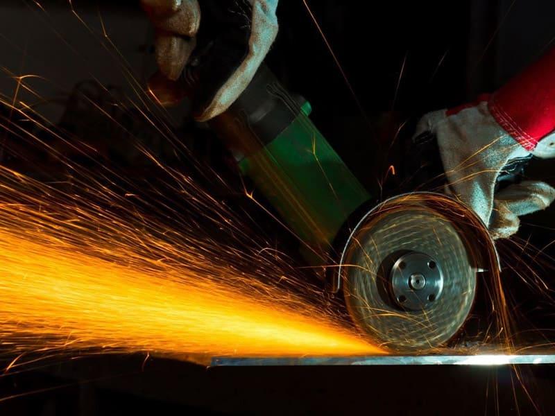 Резка листового металла болгаркой