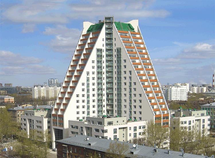 ФОТО: kvartiravmoskve.ru Дом «Пирамида» находится по адресу: ул. Дмитрия Ульянова, д. 31