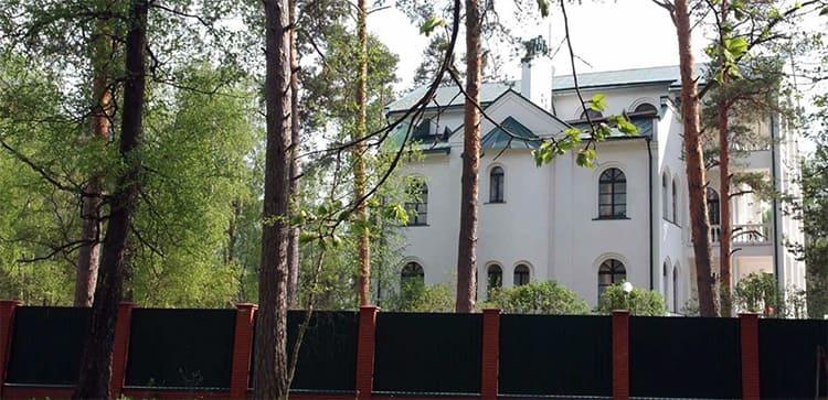 Трехэтажный особняк Вячеслава Зайцева