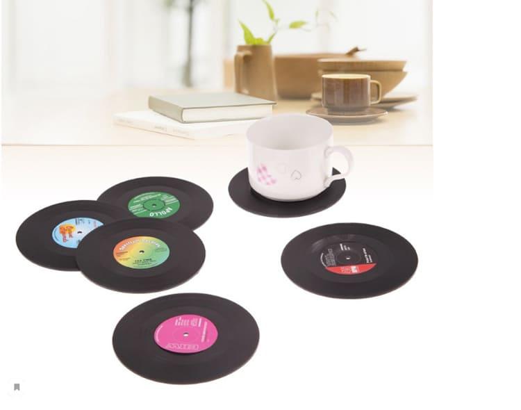 Такие виниловые пластинки вряд ли смогут воспроизвести музыку, но обязательно добавят нашему мини-бару нотку очарованияФОТО: ru.aliexpress.com