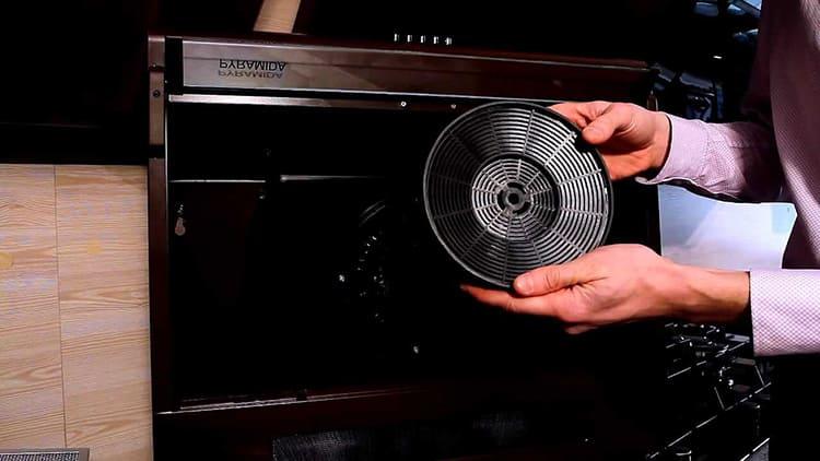 Угольный фильтр – популярный вариант очистки воздухаФОТО: koffkindom.ru