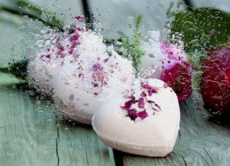 Всегда красивая и в настроении: зачем нужны бомбочки для ванны