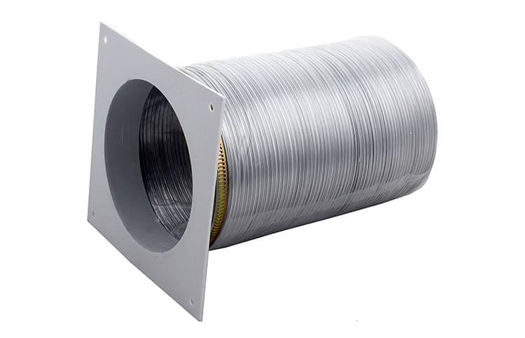 Диаметр гофры должен соответствовать размеру патрубка на вентиляционной решётке и вытяжкеФОТО: chipstock.ru