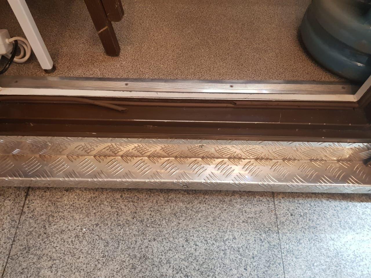 Для деревянных дверей резиновые изделия практически не используютФОТО: remontnik.ru