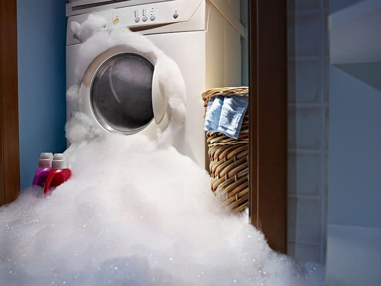 Количество пены в стиральной машине надо контролироватьФОТО: sadhayat.ru