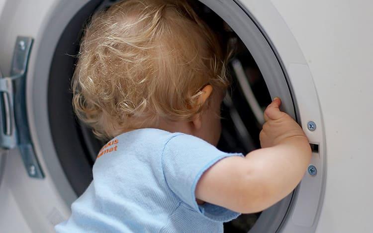Защита от детей не позволит открыть дверку стиральной машиныФОТО: vodomoika.ru