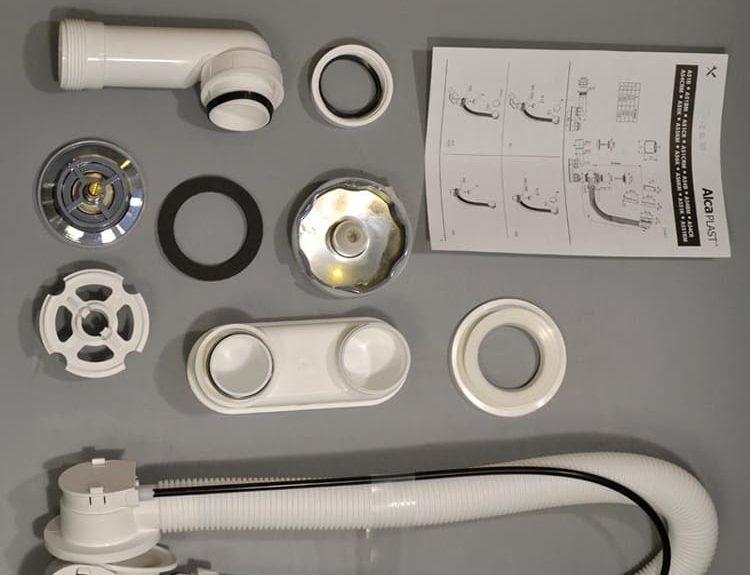 Внешне такое устройство выглядит весьма неплохо, да и пользоваться им удобно, так как не приходится нащупывать в воде крышку сливаФОТО: sanusel.ru