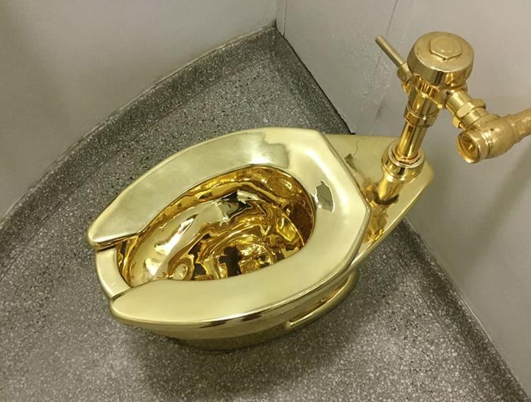 Красиво жить не запретишь, но унитаз из золота – это уже переборФОТО: fdforp.com