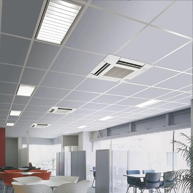 Кассетные фанкойлы имеют только декоративную нижнюю панель и жалюзи, раздающие охлаждённый или нагретый воздух в 2-4 направлениях ФОТО: master-klimat.ru