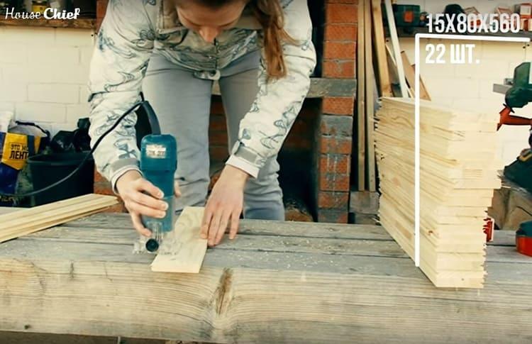Покрытие шезлонга – 22 тонкие рейки шириной 56 см. Края реек и их поверхность нужно тщательного обстругать и отшлифовать