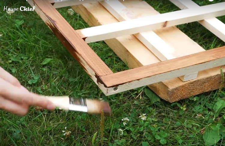 Готовую конструкцию я покрыла морилкой для дерева и лаком