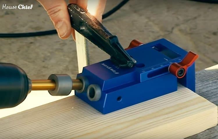 Вот такой кондуктор для сверления под углом пригодится всем, кто хочет заняться столярными работами. Я купила его на Алиэкспресс