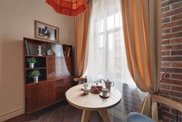 Секретер Юрия Никулина удачно вписался в классическую обстановку кухни ФОТО: nedvijdom.ru