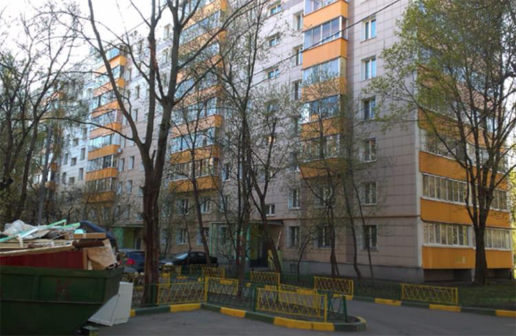 В этом доме живёт Ирина Безрукова ФОТО: remkasam.ru