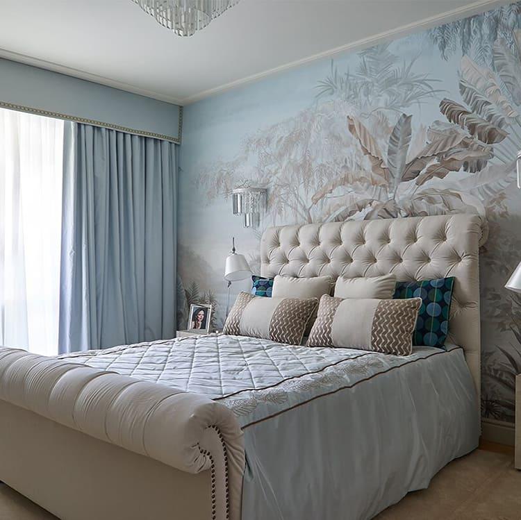 В целом, спальня в серо-голубой гамме получилась нежной, комфортной и немного торжественной ФОТО: fashion-int.ru
