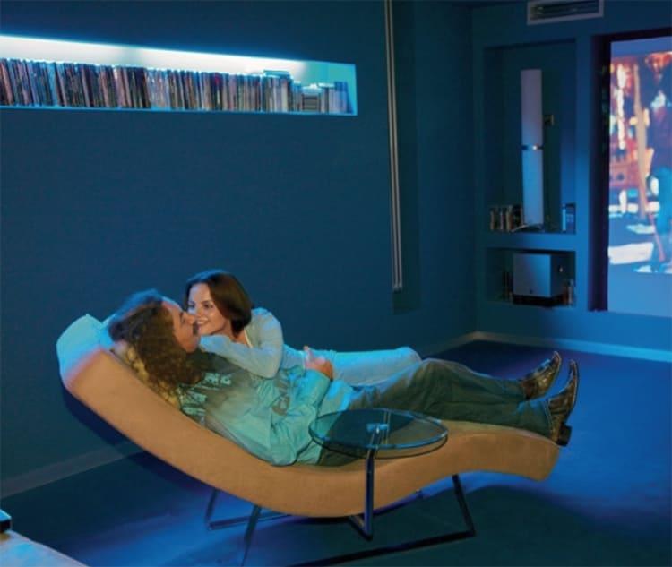 Для кинозала были выбраны удобные кресла, теперь смотреть любимые кинофильмы можно полулёжа ФОТО: svirelin.ru