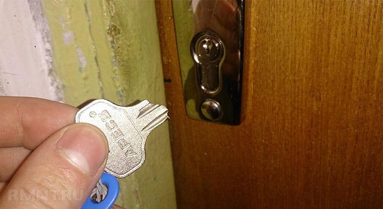 Многие хозяева даже и не понимают, что проделки с ключом – дело рук нерадивых соседей ФОТО: zamkoffufa.ru