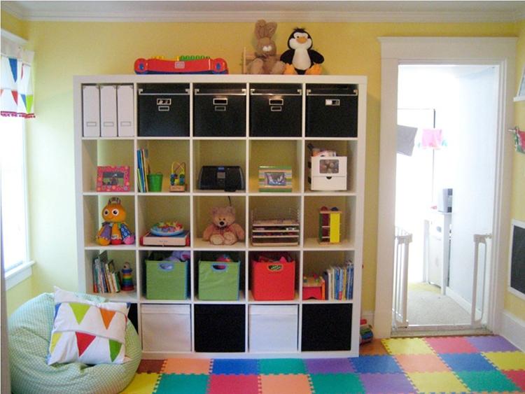 Стеллаж для игрушек и книг поможет поддерживать порядок в детской комнатеФОТО: brand-google.com