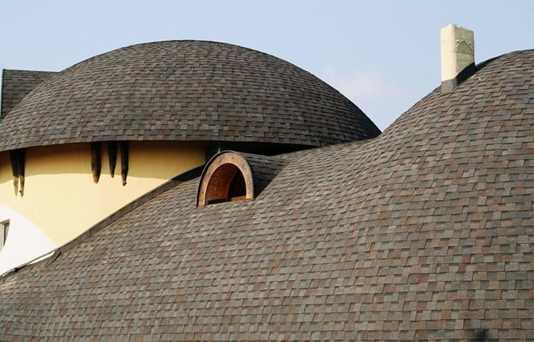 Мягкая кровля – современное решение для создания крыш со сложной геометриейФОТО: diy.obi.ru