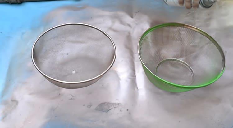 Уничтожаем кислотный оттенок с помощью аэрозоли с благородным медным оттенкомФОТО: youtube.com
