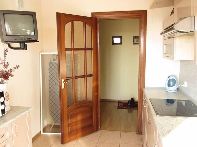 Распашные двери требуют много свободного пространстваФОТО: vplate.ru