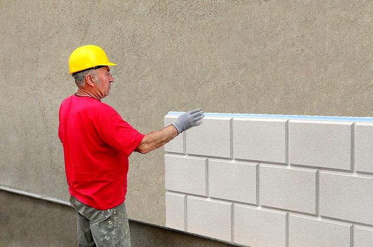 Для прочного скрепления пенопласта и бетона требуется приобрести клеевые смеси в виде сухих порошков