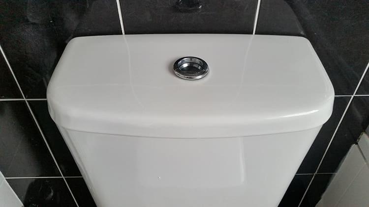 При нижней подводке по бокам не видно шланга подачи водыФОТО: mumsnet.com