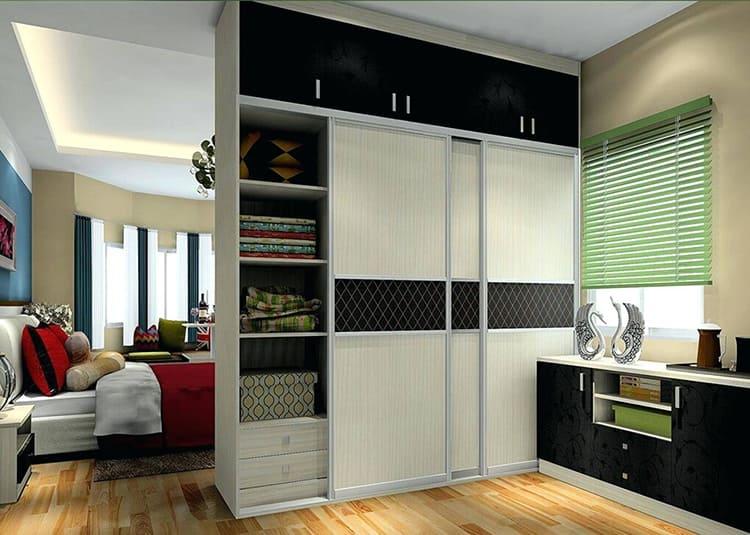 Использование шкафа-купе для отделения спальни от гостинойФОТО: zakazkupe.ru/