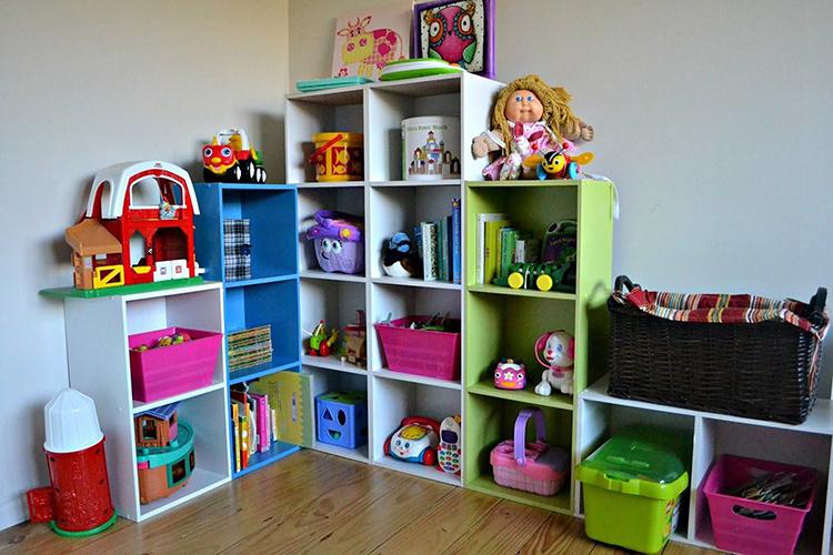 Угловой стеллаж для игрушек и книгФОТО: decoredo.com
